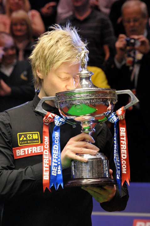 Neil Robertson kissing the World Championship trophy