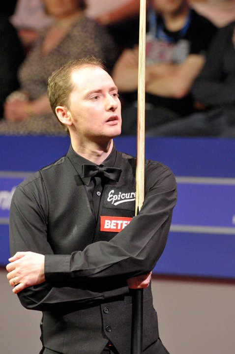 Graeme Dott looking into the Crucible audience