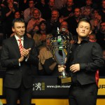 Jason Ferguson congratulates Antwerp PTC winner Mark Allen (photo by Monique Limbos)