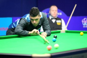 Vinnie against John Higgins in Wuxi